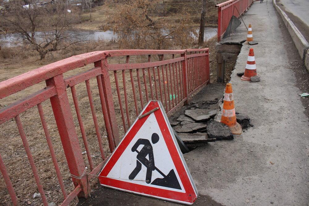 Провалился асфальт на мосту